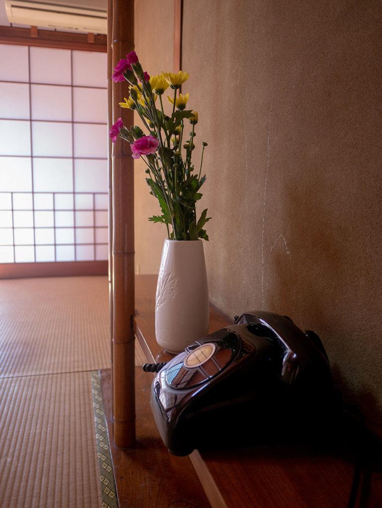 生花に溢れる旅館